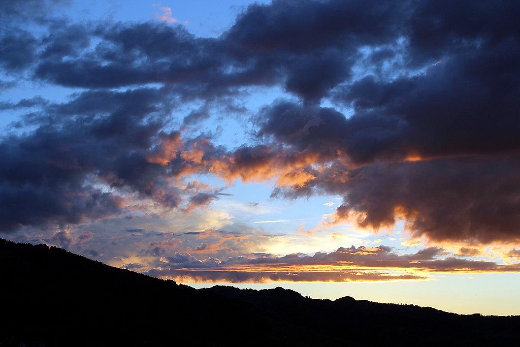 noxart-sonnen-wolken-untergang-farben-spiel.jpg
